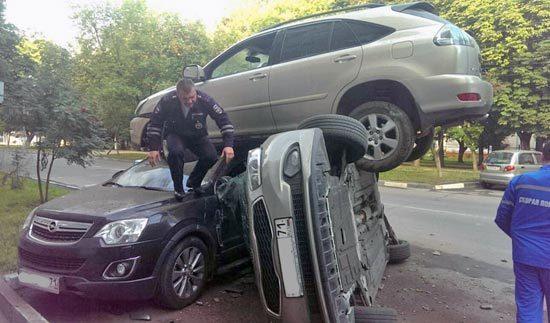 Авария на дороге из нескольких машин