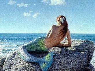 Русалки в море