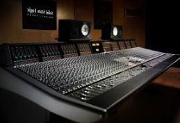 Установка рабочего места и акустическая отделка студии звукозаписи