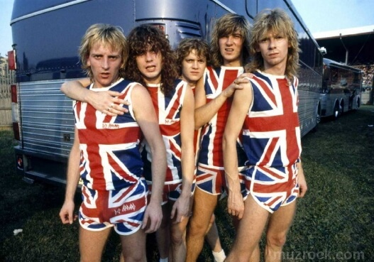 Def Leppard на MTV в одежде британского флага