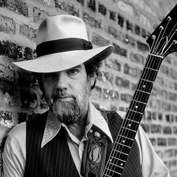 Блюз рок гитарист Лонни Мак